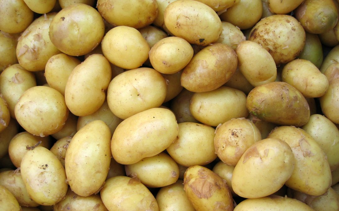 What are the health benefits of eating potatoes?